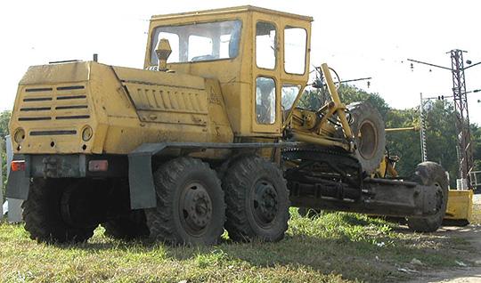Мощность двигателя ДЗ-99 составляла 60-90 л.с.