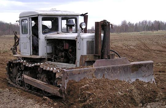 Трактор Т-74 с бульдозерным оборудованием