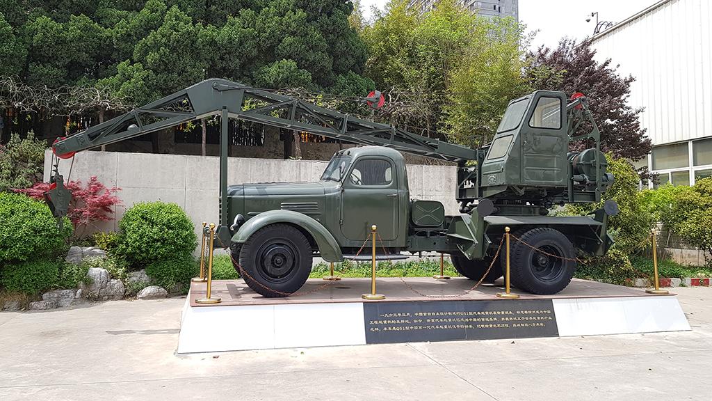 Этот автокран создавался для нужд военных