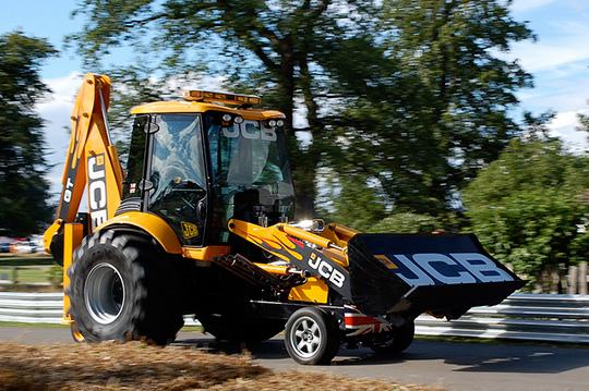 Экскаватор JCB GT примет участие в гонках грузовиков