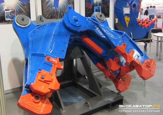 Навесное оборудование: гидравлические ножницы на стенде компании Arden Equipment